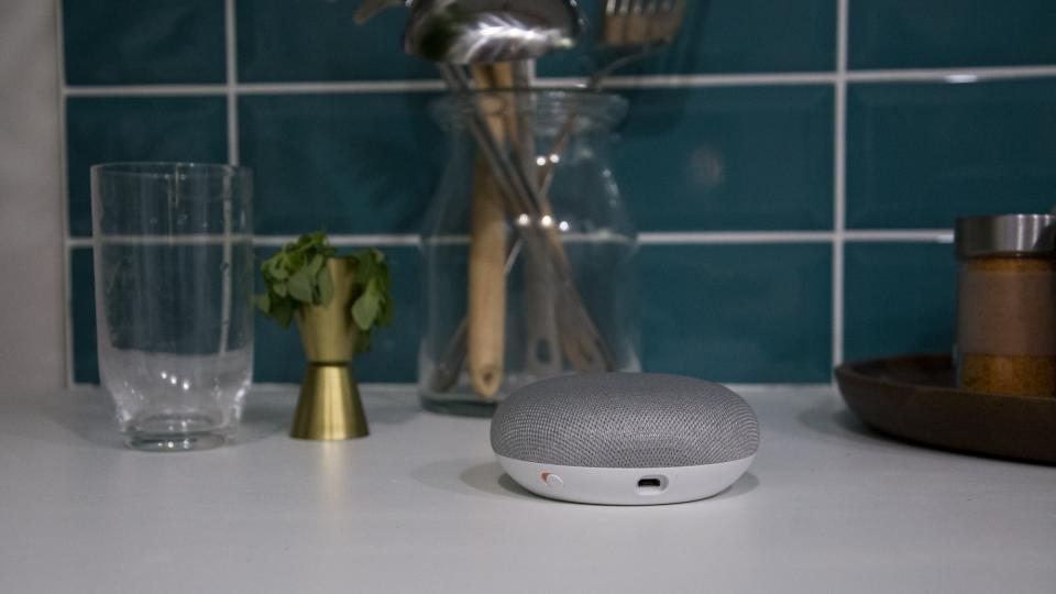 google_home_mini_review_-_design_1